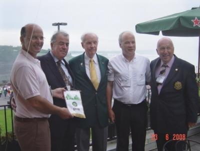 Louis Fleury, Jean-Daniel Papilloud, Pierre Henchoz de Lausanne et Oscar Kneubuhler de Nyon et le gouverneur international Wilkinson